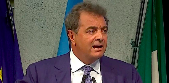 """Banche: Sileoni d'accordo con Messina, """"fare rientrare i capitali"""""""