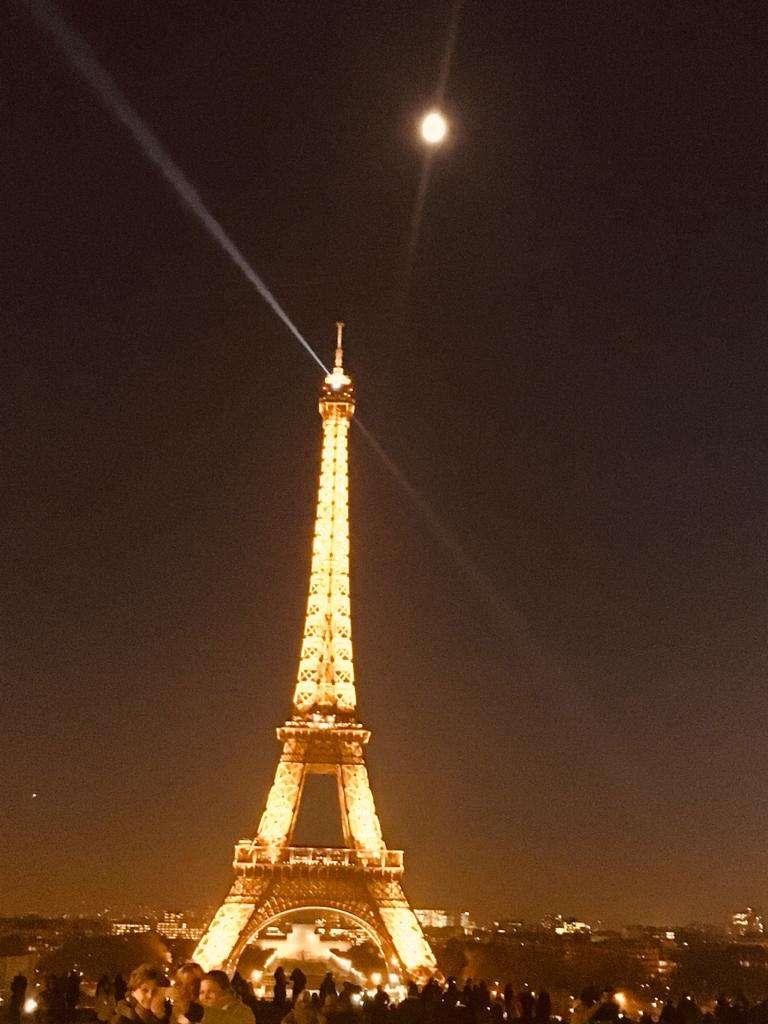 Covid 19: Parigi tra le metropoli a rischio, Macron tira il freno